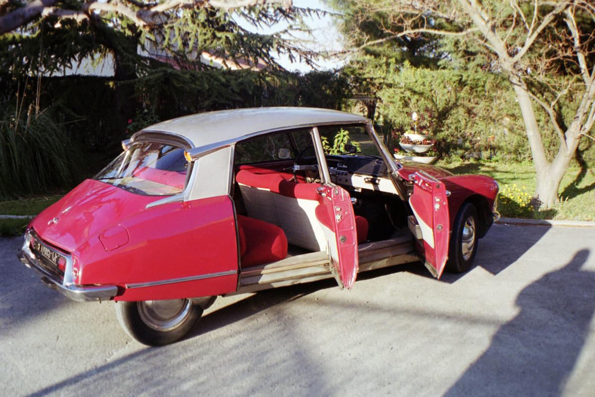 Rouge carmin int rieur rouge 1964 for Interieur rouge
